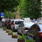 Хто в Івано-Франківську паркується на місцях для інвалідів? (ФОТО)