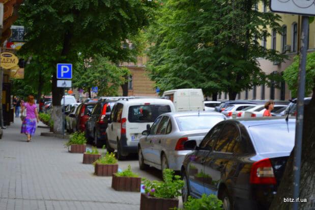 Хто в Івано-Франківську паркується на місцях для інвалідів?. івано-франківськ, паркування, рейд, інвалід, інвалідність