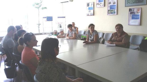 В Деснянському районному центрі зайнятості організовано громадські роботи з супроводу інвалідів по зору. кмо утос, київ, супровід, центр зайнятості, інвалідність