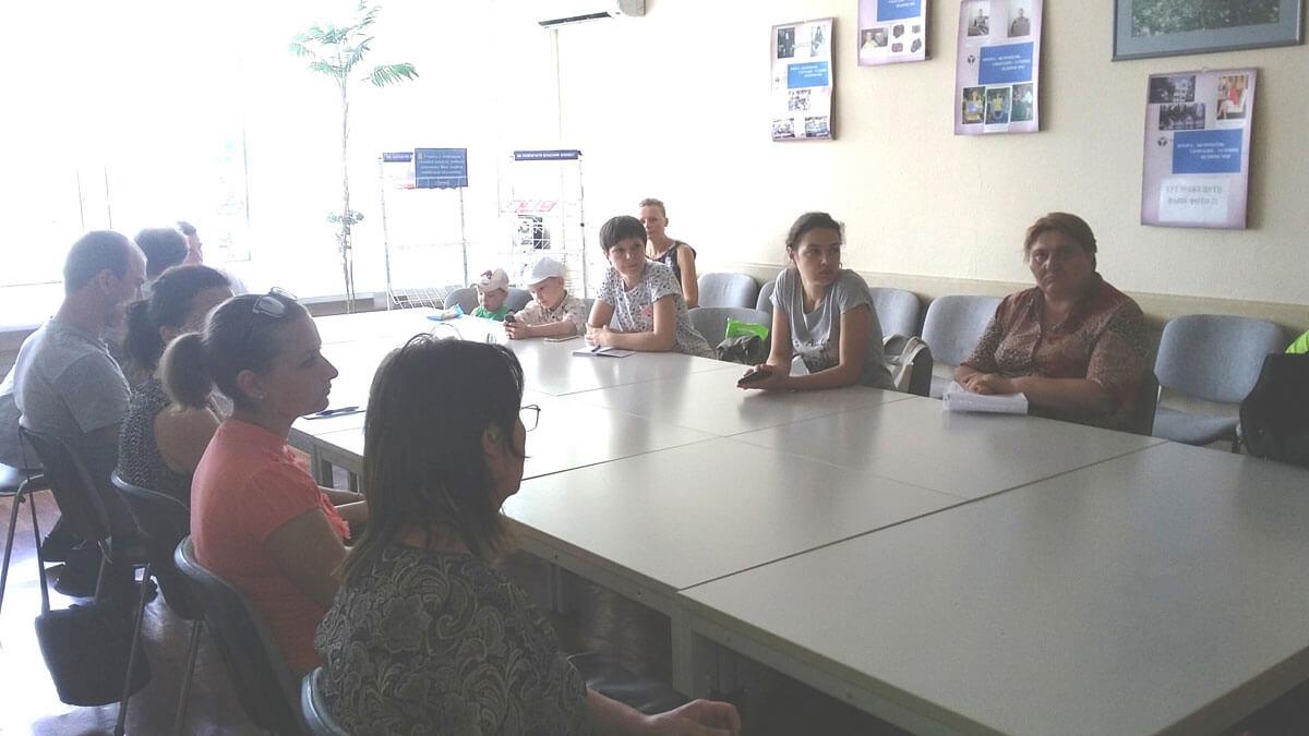 В Деснянському районному центрі зайнятості організовано громадські роботи з супроводу інвалідів по зору