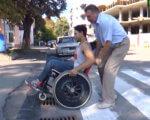 Соціальний експеримент від #Тиса_LIVE. Чи став Ужгород комфортним для інвалідів за 10 років? (ВІДЕО). ужгород, бордюр, пандус, соціальний експеримент, інвалід, outdoor, wheel, person, ground, land vehicle, road, vehicle, tire, man, clothing