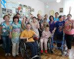 """У ГО """"Реабілітаційний центр"""" провели тренінг """"Коло знайомств"""". ковель, відкритість, обмеженими можливостями, тренінг коло знайомств, інтеграція, person, floor, indoor, wheelchair, smile, clothing, group, woman, posing, family. A group of people posing for the camera"""