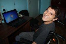 Вінничанин з важкою формою ДЦП написав автобіографію про себе носом. артур крупенко, дцп, будинок-інтернат, інвалід, інвалідність