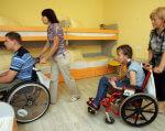 В Україні проживає близько 3 мільйонів людей з інвалідністю – експерт. євгенія задорожна, вади зору, доступ, обмеженими можливостями, інвалідність, person, indoor, floor, wall, toddler, wheelchair, child, baby, wheel, group. A group of people in a room