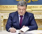 Президент підписав Закон, який посилює соціальний захист осіб з інвалідністю в Україні. паркування, посилення відповідальності, соціальний захист, інвалід, інвалідність, person, man, suit, clothing, indoor, human face, tie, older, conference room, desk. Petro Poroshenko wearing a suit and tie sitting at a table