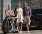 Ford предлагает бесплатное такси с водителями-инвалидами (ВИДЕО). ford, handicab, нидерланды, бесплатное такси, водитель-инвалид, road, outdoor, car, person, clothing, footwear, street, woman, smile, transport. A person standing in front of a car