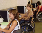 Люди з інвалідністю мають можливість безкоштовно пройти професійну реабілітацію у Вінницькому міжрегіональному центрі професійної реабілітації. вади слуху, незрячий, інвалід, інвалідність, інклюзивне навчання, person, woman, indoor, clothing, people. A group of people sitting in front of a laptop