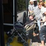 Світлина. Водіїв та кондукторів кропивницьких тролейбусів вчили допомагати людям з інвалідністю. Безбар'ерність, інвалідність, пандус, семінар, Кропивницький, тролейбус