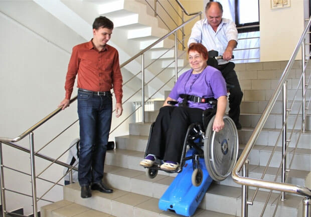 Надання транспортних послуг пристосованим до потреб інвалідів-візочників автомобілем з використанням сходового мобільного підйомника