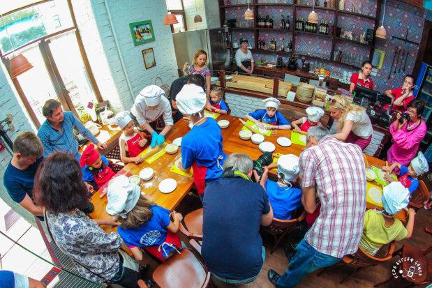 """Прес-реліз: Соціалізація дітей з аутизмом за допомогою """"фуд-терапії"""". київ, аутизм, проект handmade charity, проект kids autism games, розлади аутичного спектру"""