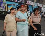 У Луцьку незрячі мають можливість отримати безкоштовний супровід (ФОТО). луцьк, вади зору, незрячий, супровід, інвалідність, person, smile, clothing, human face, outdoor, woman, man, posing, standing, dress. A group of people posing for the camera