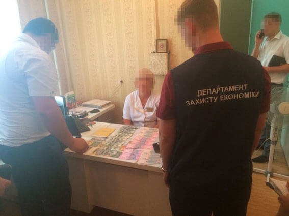 У Запоріжжі за встановлення групи інвалідності завідувач відділення лікарні вимагала понад 2 тисячі доларів США (ФОТО)