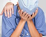 До суду скеровано обвинувальний акт стосовно лікаря, який обвинувачується в неналежному виконанні професійних обов'язків. сміла, кримінальне правопорушення, лікар, пологова травма, інвалідність, person, watch, wrist, clothing, blue, finger. A person in a blue shirt