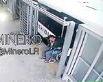 """""""Інвалід-візочник"""" дивним чином """"зцілився"""", коли його затиснуло в дверях (ВІДЕО). автобус, аферист, небезпека, інвалід-візочник, інцидент, screenshot, electronics, display, computer. A screen shot of a computer"""