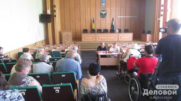 Комитет по доступности в Славянске выяснял пожелания людей с ограниченными возможностями (ВИДЕО) СЛАВЯНСК ДОСТУПНОСТЬ ЗАСЕДАНИЕ ИНВАЛИД ОГРАНИЧЕННЫМИ ВОЗМОЖНОСТЯМИ