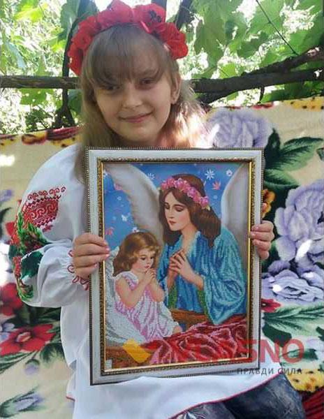 14-річна дівчинка з діагнозом ДЦП вишиває ікони та сорочки