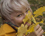 "Що кажуть про нову Почесну громадянку Вінниці Раїсу Панасюк?. вінниця, го ""гармонія"", почесний громадянин міста, раїса панасюк, інвалідність, person, outdoor, human face, autumn, little, yellow, plant. A little girl is eating a banana"