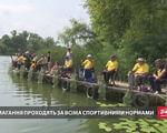 Люди з обмеженими можливостями провели рибальські змагання на Київщині (ВІДЕО). київщина, візочник, обмеженими можливостями, рибальське змагання, інвалідність, tree, water, lake, outdoor, person, watercraft, vehicle, canoe, paddle, boat. A group of people on a boat in the water