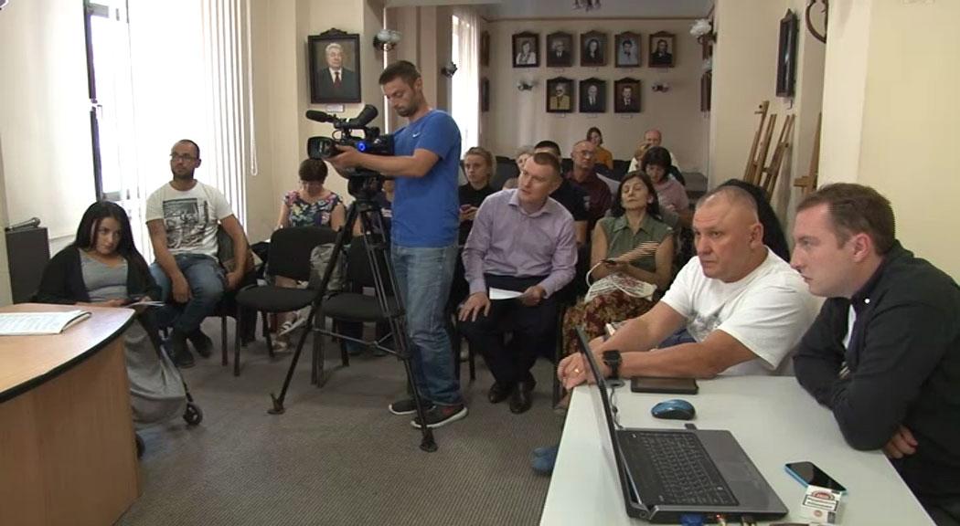 Наскільки доступні лікувальні заклади Чернівців та тролейбуси для людей з інвалідністю (ВІДЕО)