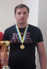 Кам'янський шашкіст вирушає на престижні міжнародні змагання. кирило іванов, міжнародні змагання, обмеженими можливостями, шашкіст, інвалід, person, man, clothing, smile, human face, medal. A person posing for the camera