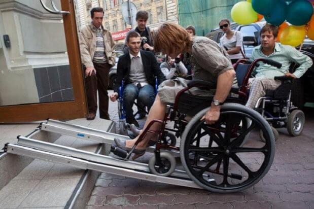 Как живется инвалидам в столичных домах старого жилого фонда КИЕВ ИНВАЛИД ОГРАНИЧЕННЫМИ ВОЗМОЖНОСТЯМИ ПАНДУС ПЕТИЦИЯ
