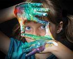 КМУ прийняв постанову, що зробить легшим доступ до освіти для дітей з особливими освітніми потребами. забезпечення, особливими освітніми потребами, постанова, супровід, інклюзивне навчання, person, human face, face, fashion accessory, clothing, eyes, child, girl, portrait, spectacles. A girl wearing a hat and sunglasses