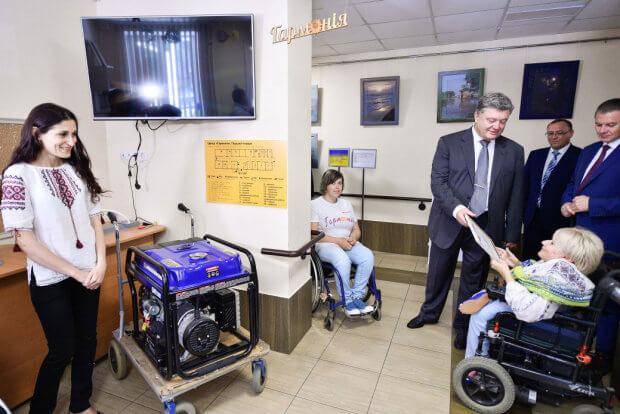 Президент у Вінниці відвідав Центр реабілітації дітей та молоді з функціональними обмеженнями. вінниця, президент петро порошенко, обмеженими можливостями, робоча поїздка, інвалідність