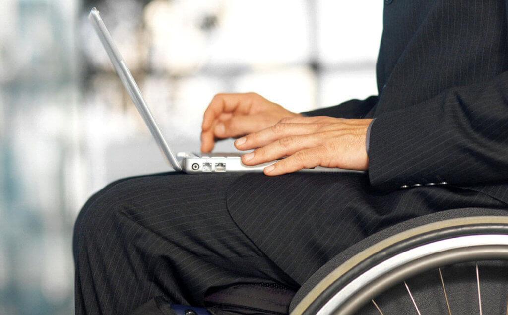 Когда можно поддержать словом. одесса, адаптація, инвалид, многопрофильный центр, проект, person, man, clothing. A man is using his cell phone