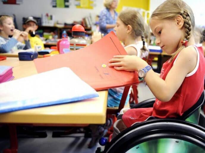 Кількість учнів в інклюзивних класах України торік збільшилася на 35%