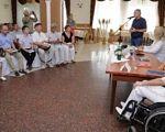 «Нас не треба жаліти і нами не слід захоплюватися»: у Сєвєродонецьку відбулася конференція осіб з інвалідністю. сєвєродонецьк, конференція, особливими потребами, інвалід, інвалідність, floor, indoor, person, wall, furniture, table, chair, clothing, group, room. A group of people in a room