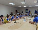 В Полтаві може з'явитися спеціалізований навчальний заклад для спортсменів з особливими потребами. полтава, вади слуху, спеціалізований навчальний заклад, спортсмен, інвалідність, indoor, person, ceiling, wall, sport, people. A group of people sitting at a table