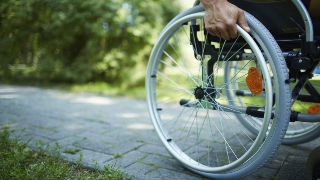 """""""Родина – це добрий лікар для бійця, який повернувся з війни з інвалідністю"""". ветеран, війна, покалічений, психологічна реабілітація, інвалідність, bicycle, outdoor, bicycle wheel, tire, bike, land vehicle, vehicle, sports equipment, chair, spoke. A wheel of a bicycle"""
