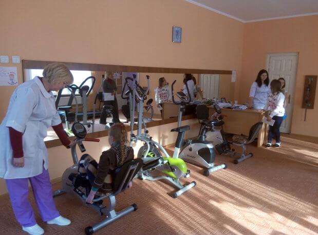 «Впливовий АССпект»: Про єдиний в Україні центр реабілітації дітей, де допомагають попередити інвалідність. чернівці, дитина, лікування, інвалід, інвалідність