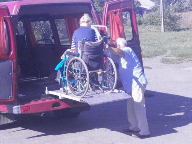 У Шишацькій громаді працює соціальне таксі для людей з особливими потребами та одиноких. шишаки, особливими потребами, пенсіонер, соціальне таксі, інвалід-візочник
