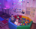 У Центрі соціальної реабілітації дітей-інвалідів м.Ковеля працює унікальна сенсорна кімната. ковель, дитина-інвалід, покращення здоров'я, порушення розвитку, сенсорна кімната, indoor, toddler, baby, person, human face