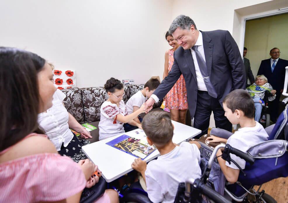 Президент у Вінниці відвідав Центр реабілітації дітей та молоді з функціональними обмеженнями