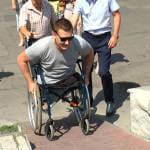 Світлина. В городе протестировали входы в госучреждения. Безбар'ерність, инвалидность, пандус, доступность, Мелітополь, маломобильный