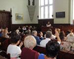 В Мукачеві розширять мережу інклюзивних класів. мукачево, доступ, особливими освітніми потребами, інвалід, інклюзивне навчання, person, man, indoor, clothing, human face, group, people, woman, conference hall, crowd. A group of people sitting at a table