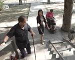 #LocalHeroes: як активістка робить Мелітополь зручним для інвалідів (ВІДЕО). #localheroes, катерина кучина, мелітополь, інвалід, інвалідність, outdoor, ground, clothing, footwear, person, man, woman. A person standing on a sidewalk