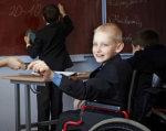 Незалежне життя людей з інвалідністю: лекція Юлії Ресенчук. київ, юлія ресенчук, лекція, інвалідність, інклюзивне суспільство, person, clothing, boy, human face, smile, computer. A young boy sitting on a table