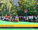 У Львові відкрили перший мультифункційний майданчик для людей з інвалідністю (ВІДЕО). львів, мультифункційний майданчик, обмеженими можливостями, параолімпієць, тренування, tree, person, vehicle, land vehicle, sports equipment. A group of people on a court