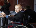 У звичайних школах запрацювали інклюзивні класи. опорна школа, особливими потребами, інвалідність, інклюзивний клас, інклюзія, person, human face, clothing, smile, suit. A group of people sitting at a table