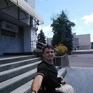 «Інкасатори підняли мене з візком, бо заважав проїхати по тротуару», — житель Кременчука