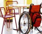 Инвалидность и учеба: как немецкие вузы убирают преграды. инвалид, инвалидность, инклюзия, немецкий вуз, студент, bicycle, chair, furniture, table, basket, rack. A bicycle with a basket on the back of a chair