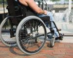 Події на Сході актуалізують проблему безбар'єрного доступу для інвалідів. запорізька область, доступність, особливими потребами, інвалід, інвалідність, outdoor, bicycle, building, ground, sidewalk, wheel, person, bicycle wheel, furniture, wheelchair. A bicycle parked on the side of a building