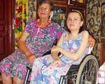 """Екатерина Середа: """"Я знала, что если буду сидеть дома, то умру. Нужно бороться"""". германия, екатерина середа, инвалидность, лечение, особыми потребностями, person, smile, clothing, indoor, floor, woman, human face, wheelchair, chair, family. A group of people sitting in a chair"""