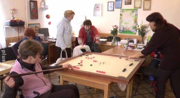 Люди з інвалідністю навчаються настільним іграм народів світу. мелітополь, змагання, настільна гра, інвалід, інвалідність