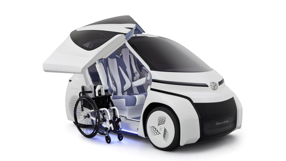 Toyota построила электрокар для людей в инвалидной коляске (ФОТО)