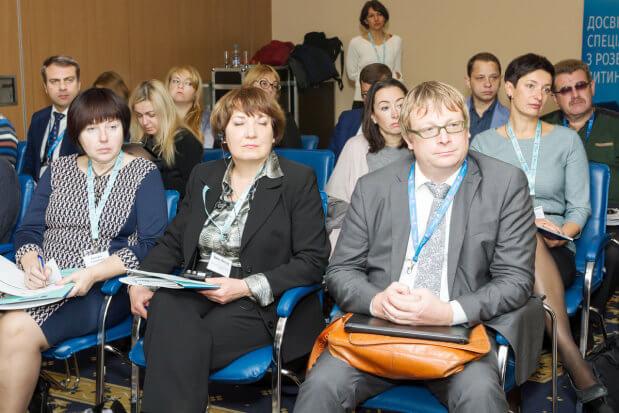 """Мінсоцполітики презентувало новий проект TWINNING """"Підтримка органів влади України в розробці законодавчих та адміністративних засад для запровадження системи раннього втручання та реабілітації дітей з інвалідністю і дітей, які мають ризик отримати інвалідність"""". проект twinning, презентація, раннє втручання, реабілітація, інвалідність"""