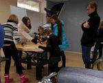 В Славянске прошёл первый городской фестиваль для людей с ограниченными возможностями (ФОТО). славянск, инвалидность, инклюзия, толерантность, фестиваль, indoor, clothing, person, wall, floor, footwear, ceiling, jeans, furniture, woman. A group of people in a room